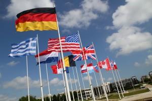 Flags at Caen Memorial, de Nathan Gibbs, en Flickr