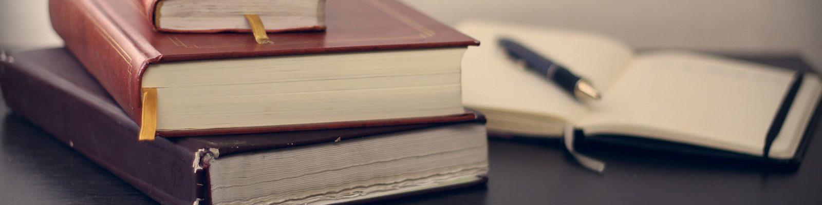Libros y pluma