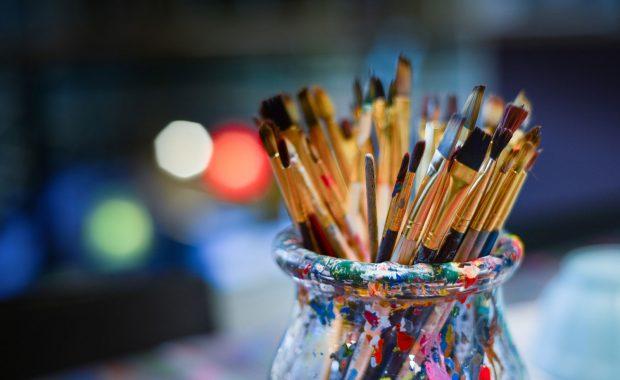 Pinceles y colores