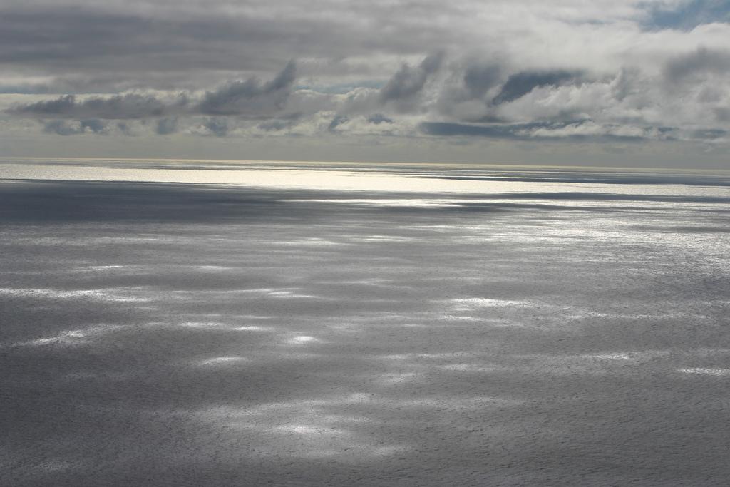 Nubes sobre el océano en Madeira